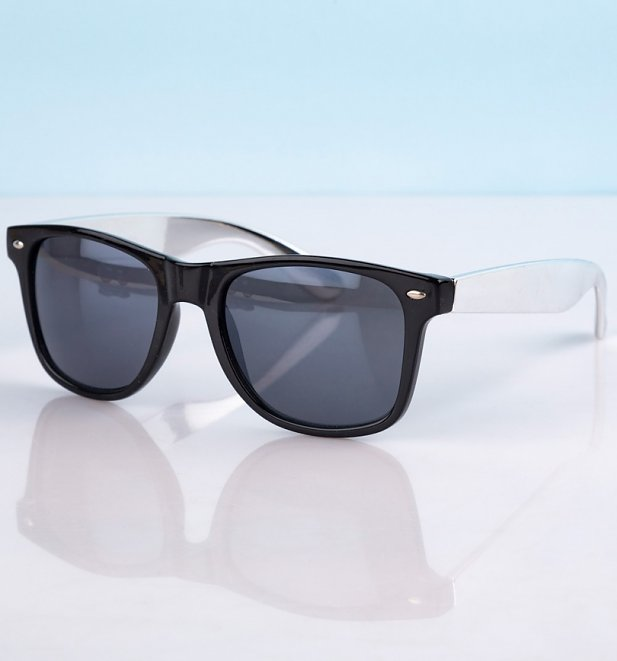 Way Farer Sunglasses With Black Frame and Silver Arms